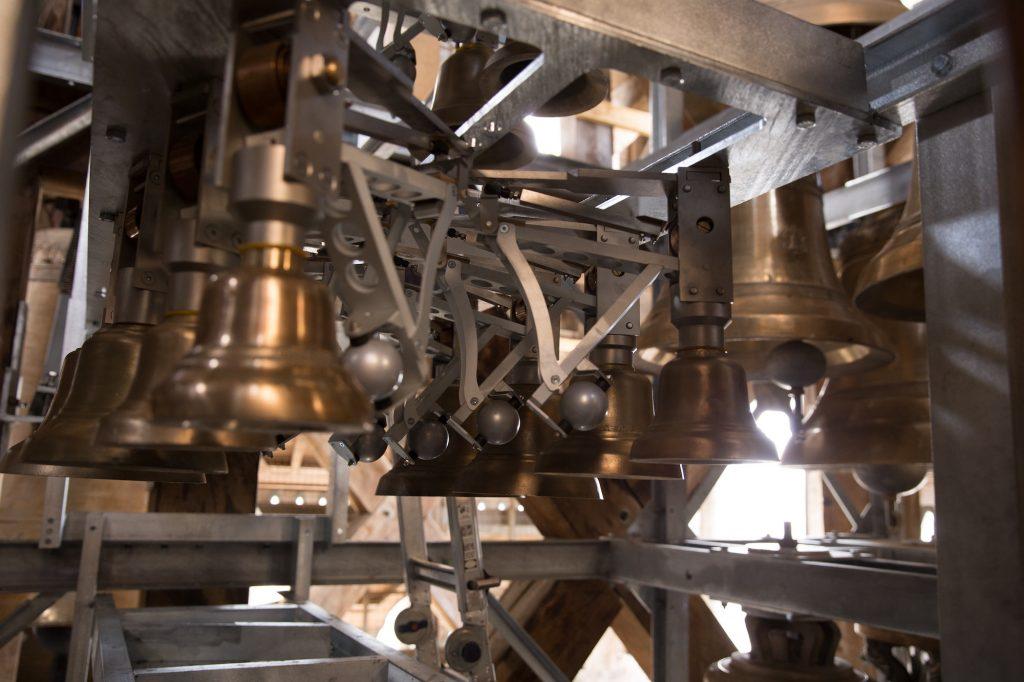 Vue intérieure du carillon de Rouen et son mécanisme